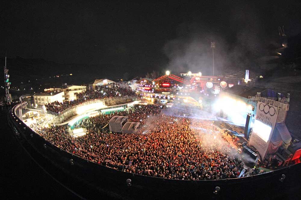 Luftaufnahme des Planai-Stadions beim Ski-Opening Schladming