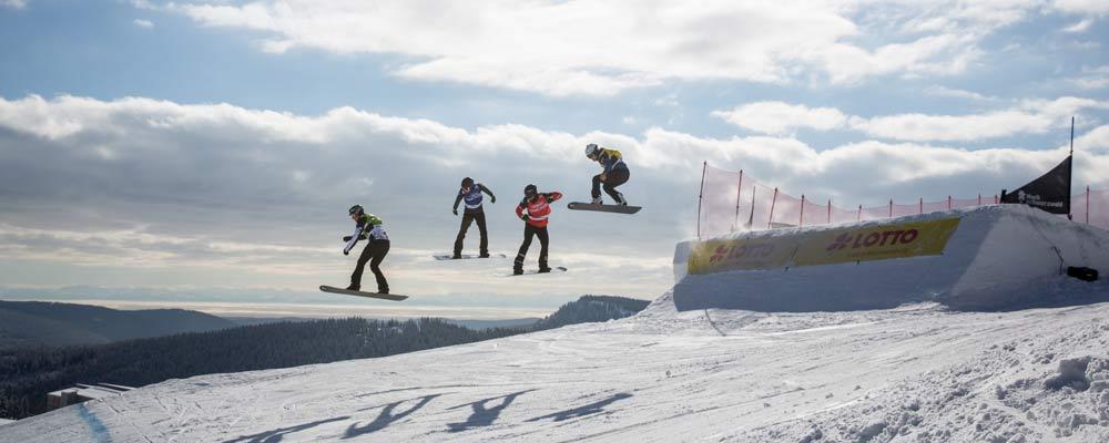 Snowcrosser beim Weltcup am Feldberg