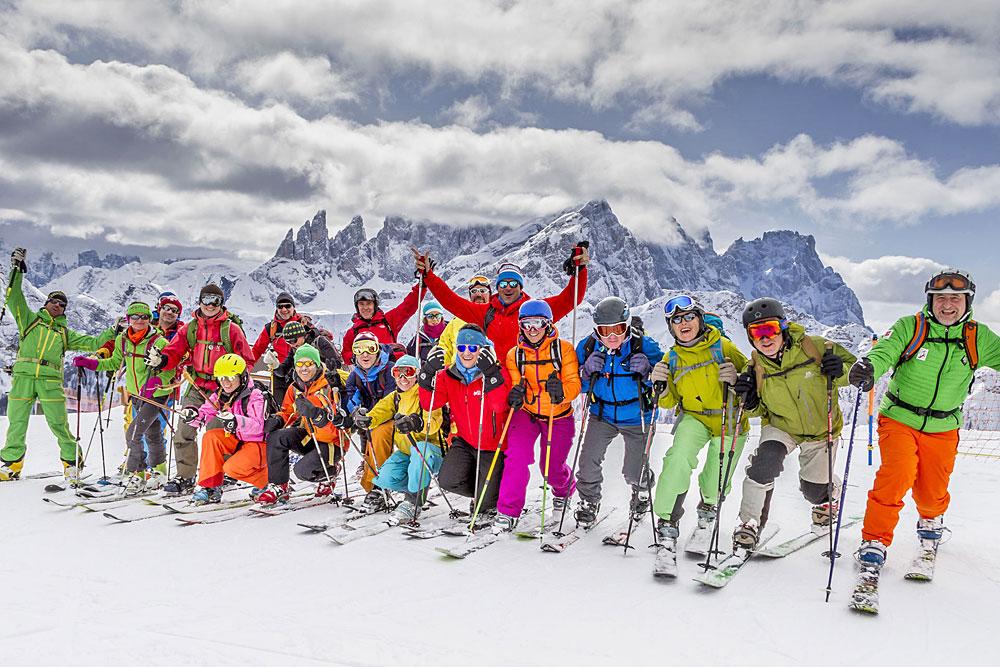 Gruppe beim Telemark- und Freeridefestival Scufoneda im Fassatal