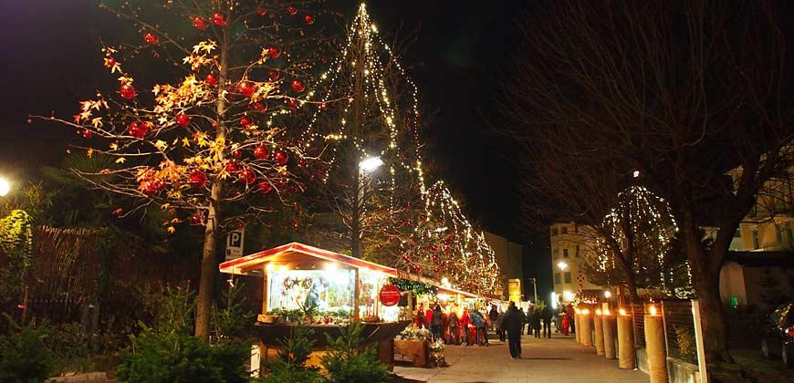 Blick auf den Sterntaler Weihnachtsmarkt in Lana
