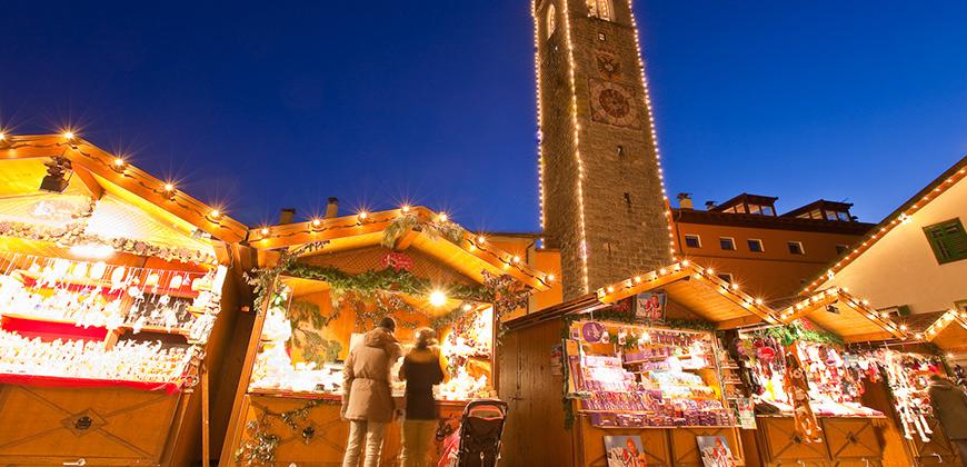Weihnachtsmarktstände in Sterzing - © TV Sterzing (Klaus Peterlin/allesfoto.com)
