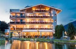 Hotel Held im Zillertal am Abend