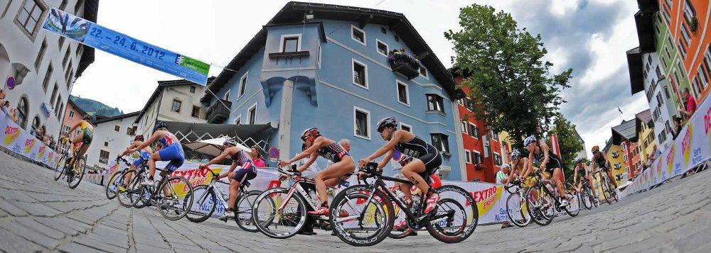 Radfahrer beim Kitzbühel Triathlon