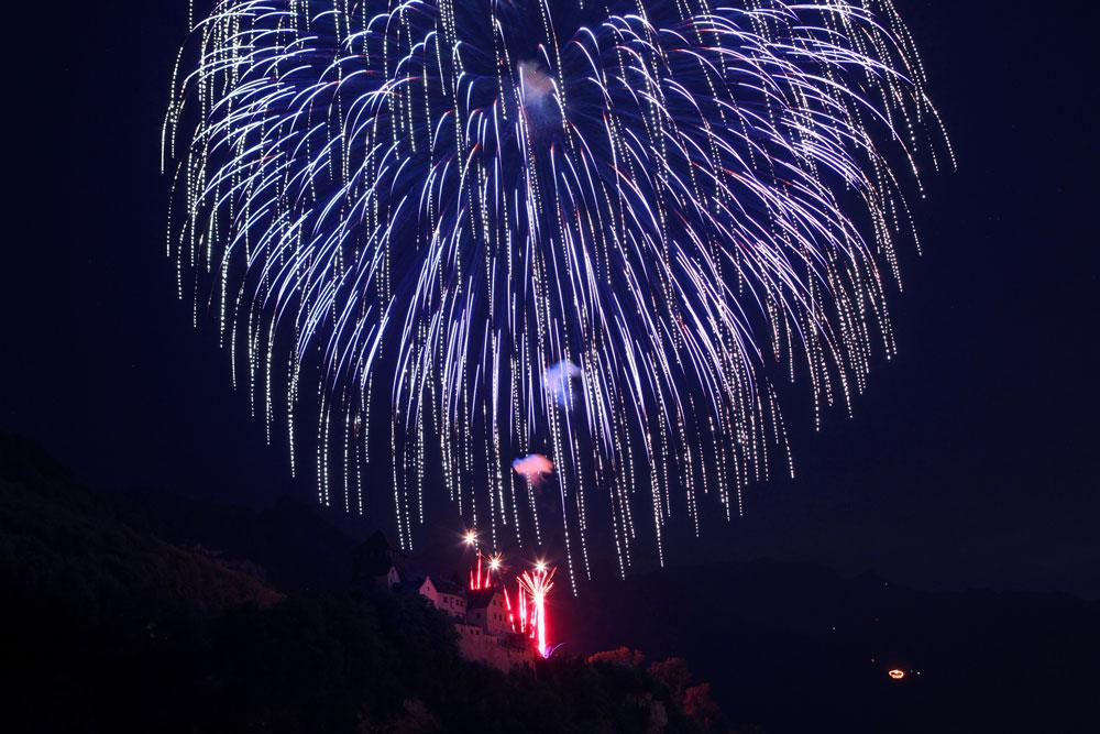 Feuerwerk am Schloss Vaduz am Staatsfeiertag Liechtensteins