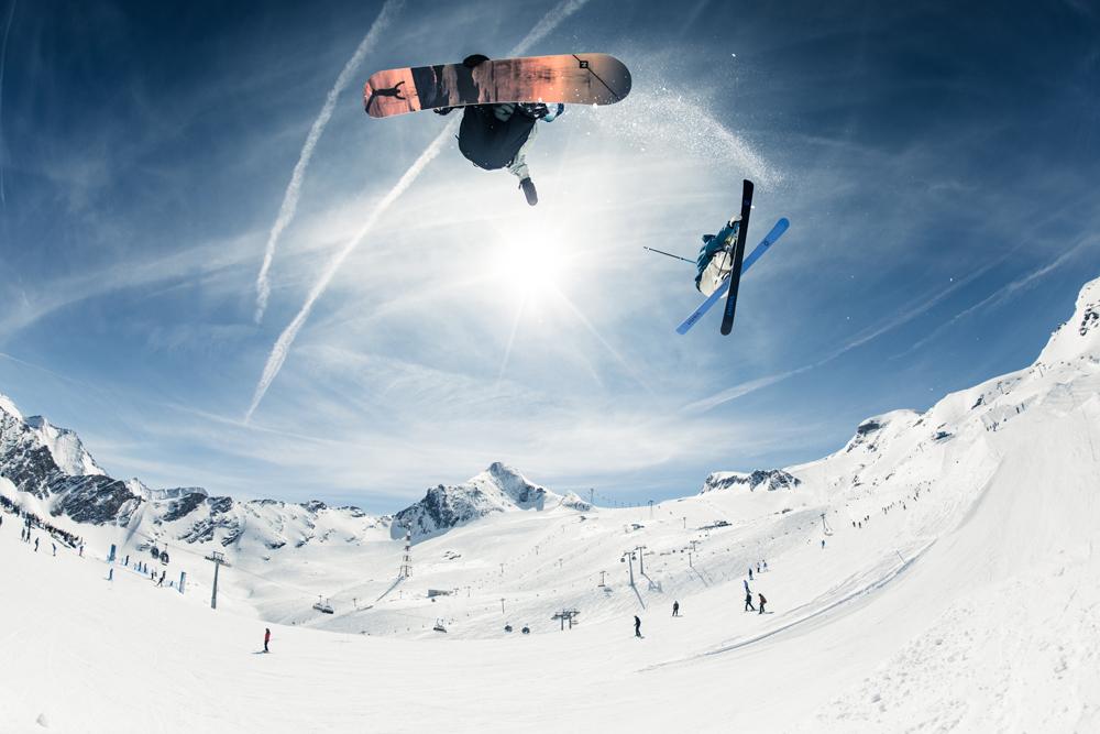Snowboarder im Snowpark Kitzsteinhorn