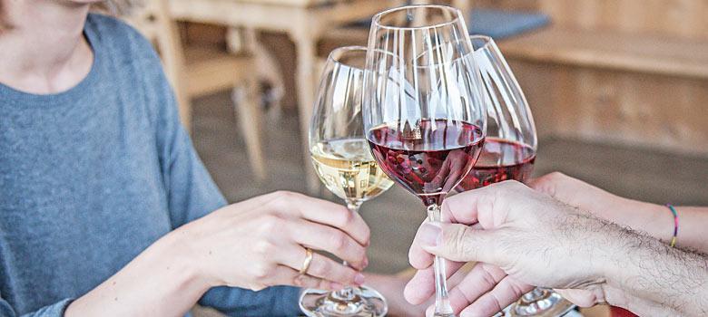 Im Eisacktal wird im Herbst beim Törggelen der neue Wein gefeiert
