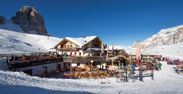 Die Salei-Hütte bietet genug Platz für einkehrende Wintersportler