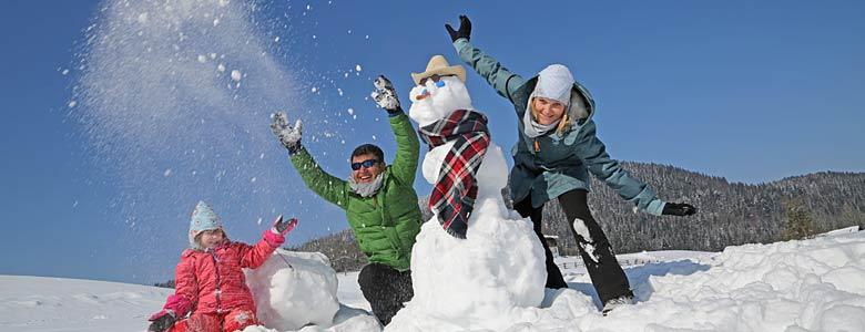 Familie im winterlichen Inzell