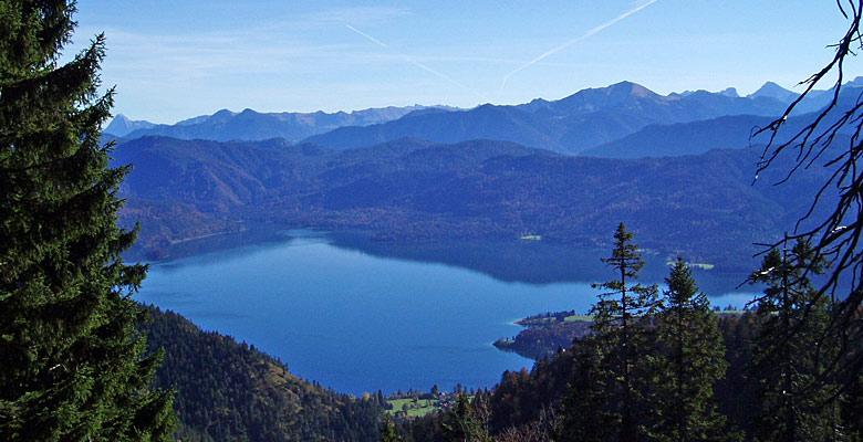 Luftaufnahme des Walchensees