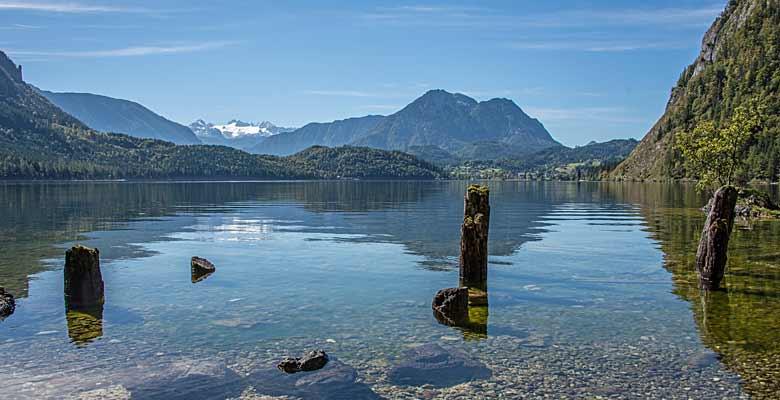 Blick auf das kristallklare Wasser des Altausseer Sees