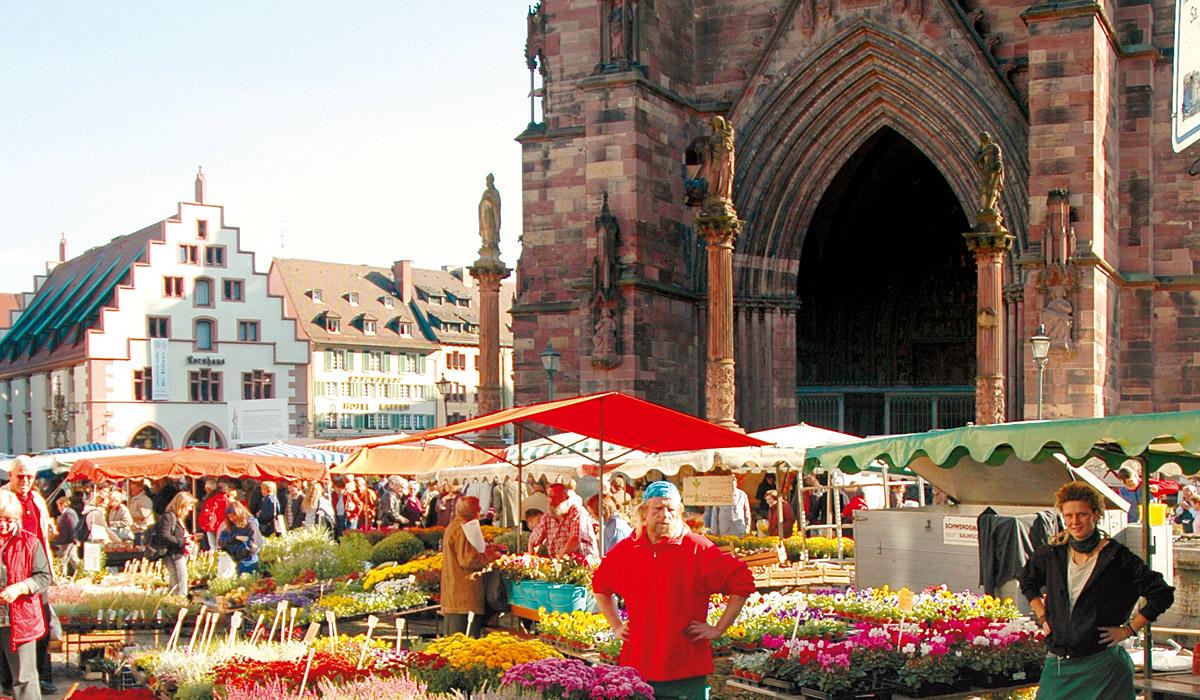 Blumenstand auf dem Münstermarkt © FWTM/Schoenen