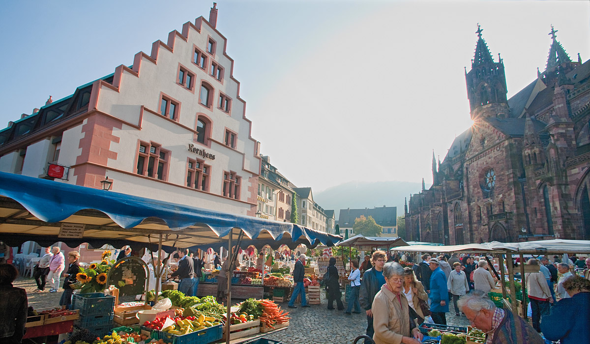 Schönes Marktambiente auf dem Münsterplatz © FWTM/Raach