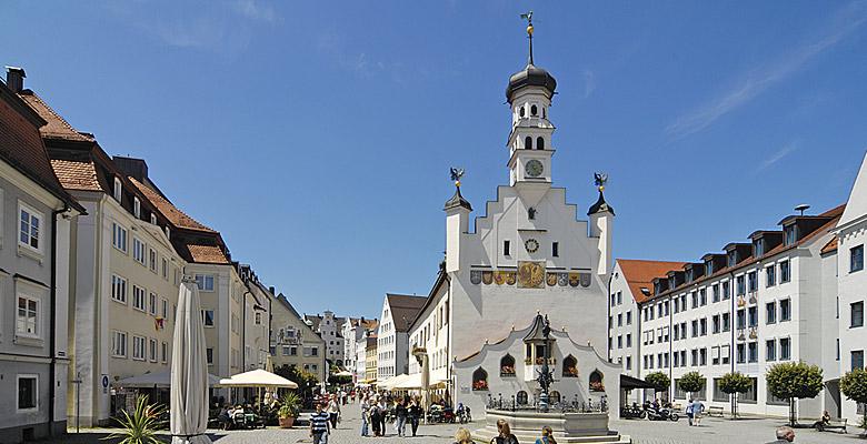 Der Kemptener Rathausplatz mit Rathaus