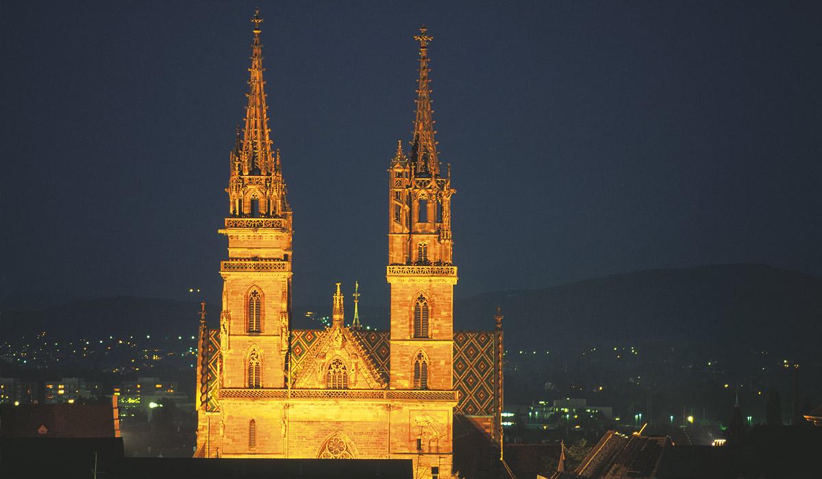 Das Basler Münster bei Nacht © Andreas Gerth