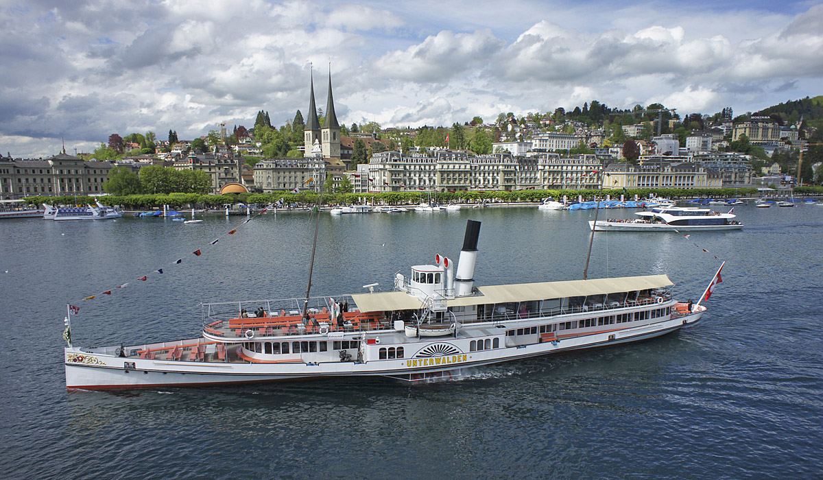 Ab Luzern verkehren Dampfschiffe über den Vierwaldstättersee © AURA Fotoagentur
