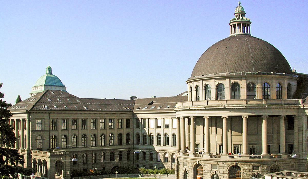 Hauptportal der Universität ETH in Zürich © Zürich Tourismus / Esther Ramseier