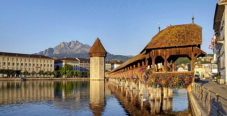 Die Kapellbrücke in Luzern mit Wasserturm