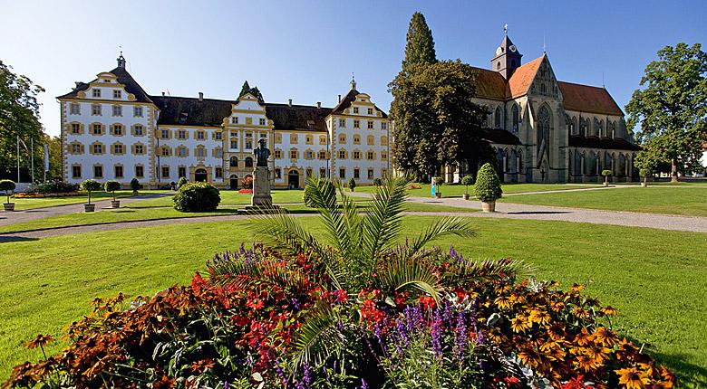Blick auf Schloss und Kloster Salem mit Garten