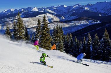 Mehrere Skifahrer in Vail