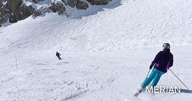 Skifahrer im Skigebiet St. Bernhard