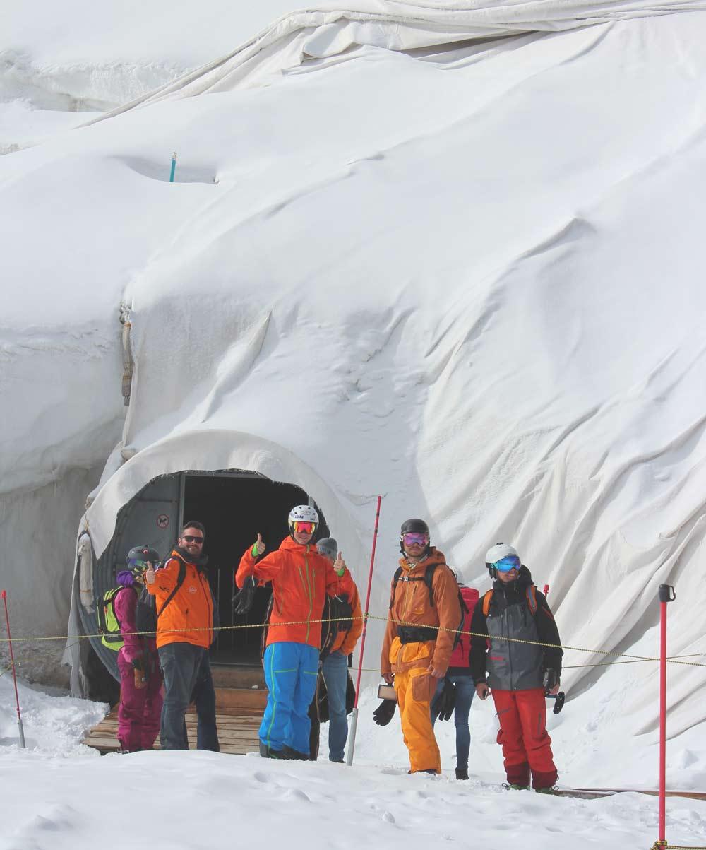 Eingang zur Gletscherhöhle am Stubaier Gletscher