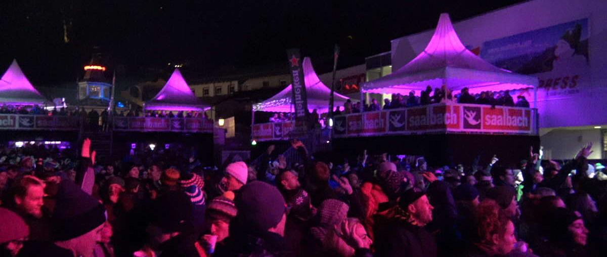 Zuschauermenge beim Bergfestival Saalbach-Hinterglemm