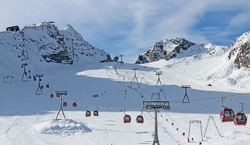 Pisten und Lifte am Stubaier Gletscher