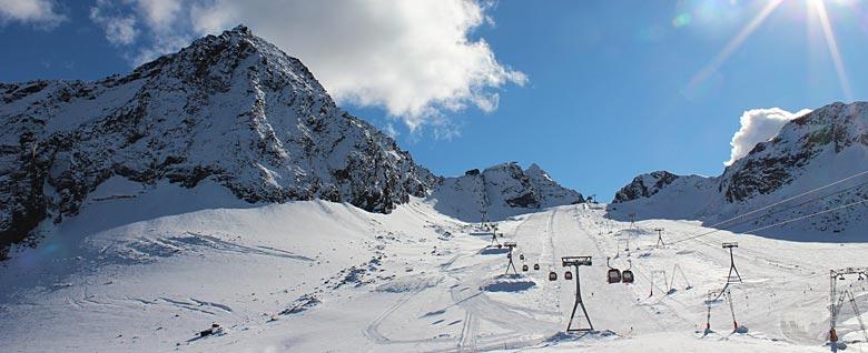 Blick auf das Skigebiet Stubaier Gletscher