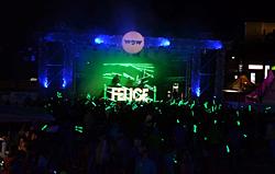 Blick über die Menge auf die Bühne beim WOW Glacier Love Festival