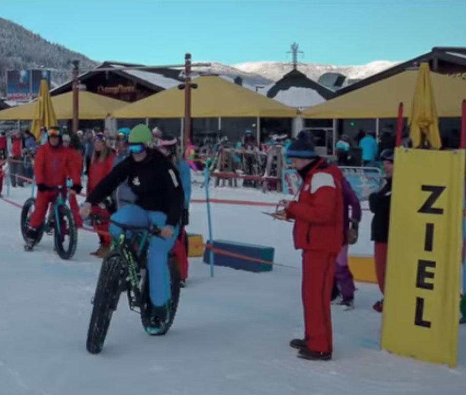 Teilnehmer auf dem Fatbike-Parcours