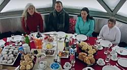 X-Challenge-Team beim ausgiebigen Gipfelfrühstück in Gastein