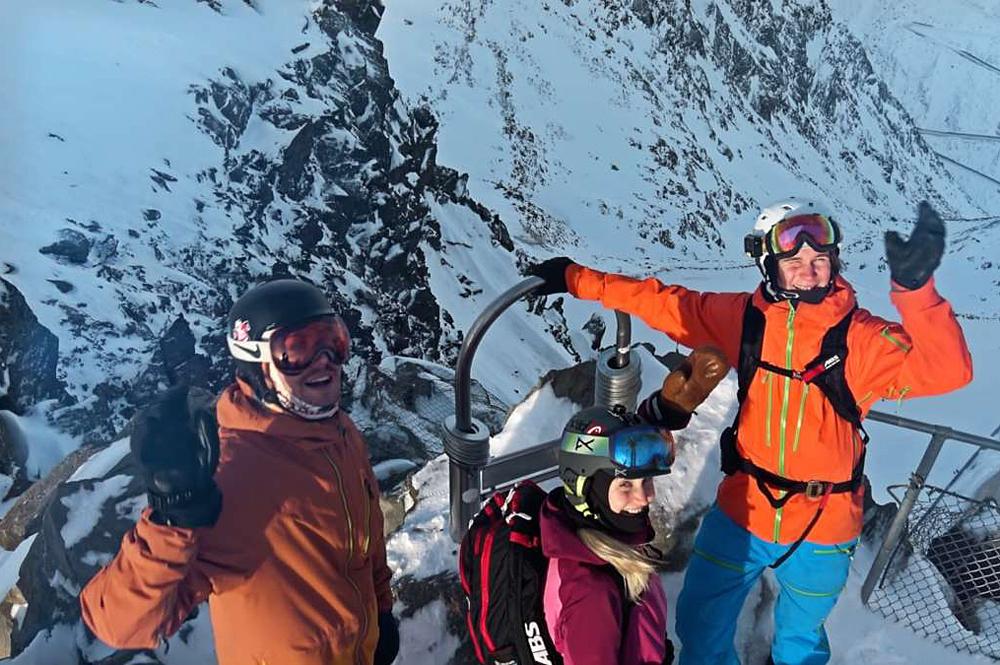 X-Challenge-Team auf der Aussichtsplattform am Tiefenbachkogl