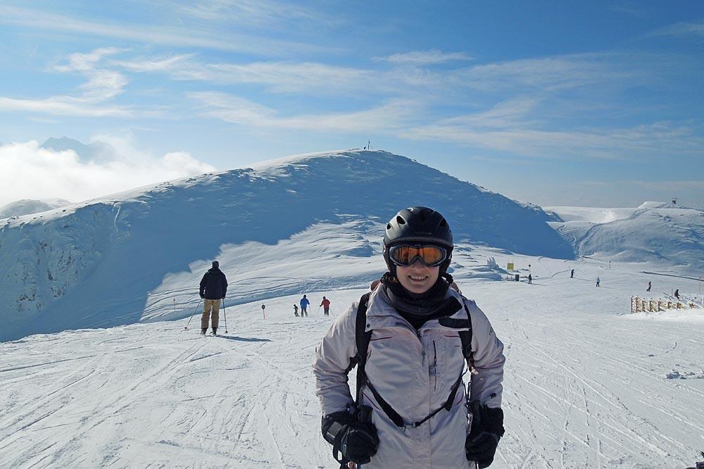 Skigebietstesterin Anna auf der Steinplatte