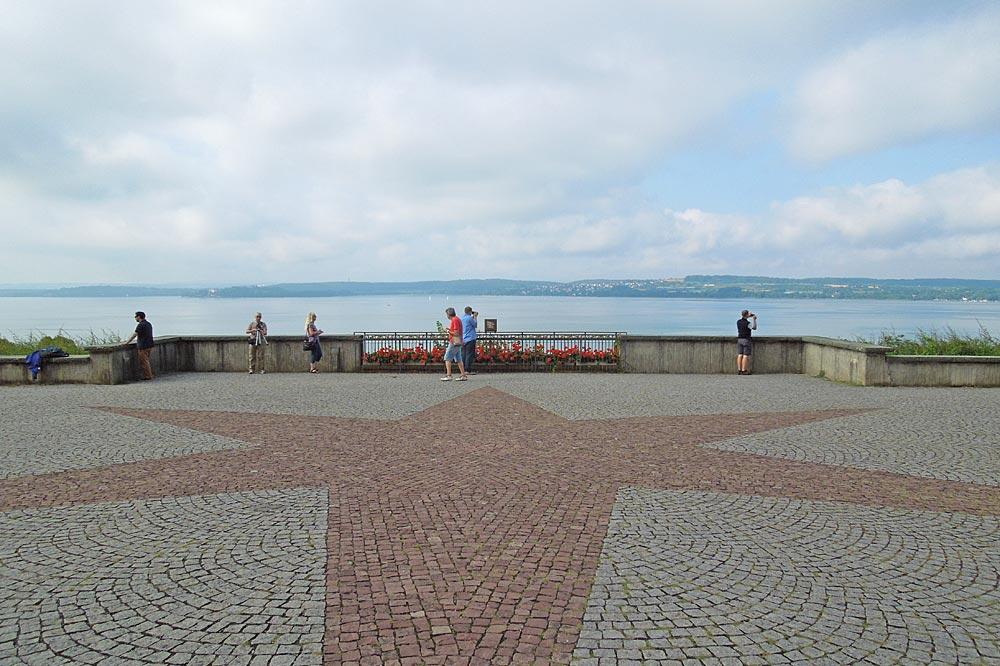 Vorplatz der Wallfahrtskirche Birnau