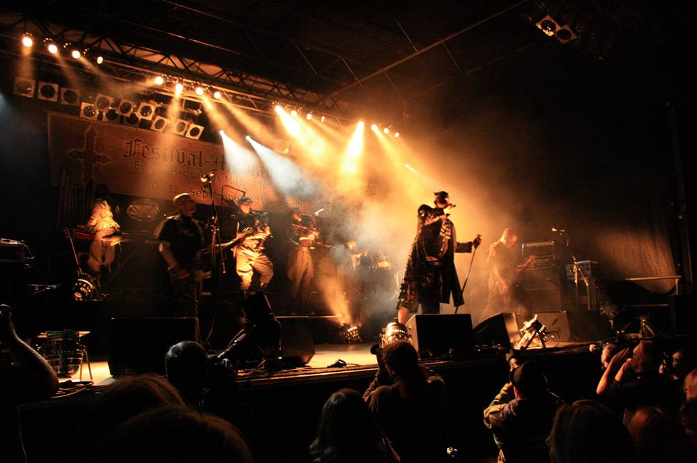 Eine der sechs Konzertbühnen beim Festival Mediaval