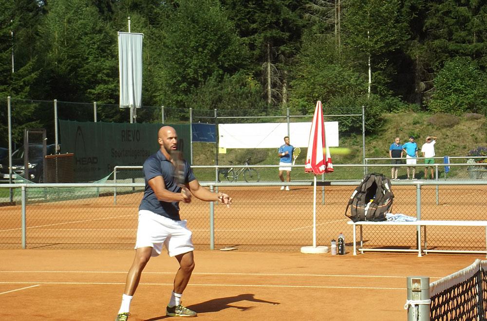 Tennisspieler beim Rothaus Open Tennis-Seniorenturnier