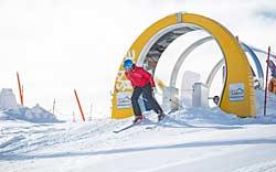 Skifahrer am Beginn der SkiMovie Strecke Zillertal Arena