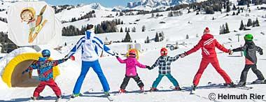 Familie beim Skifahren auf der Seiser Alm