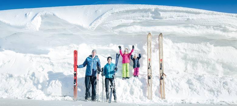 Familie im Schneereichtum von Obertauern