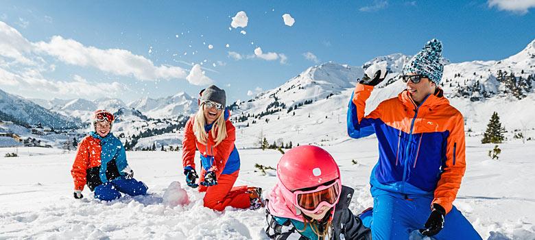 Familie im Skigebiet Obertauern
