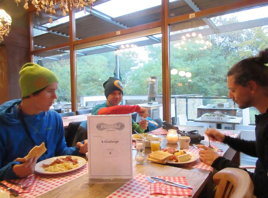 Das Team beim Frühstück