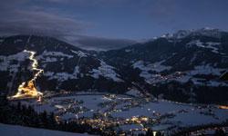 Beleuchtete Talabfahrt in der Zillertal Arena