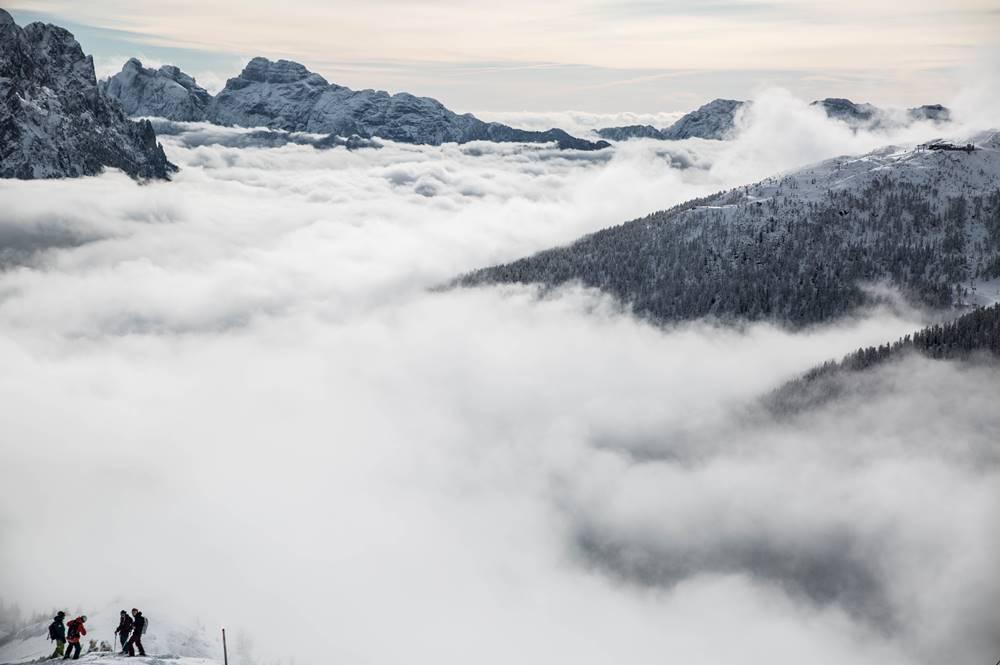 Mystischer Nebel über dem Tal