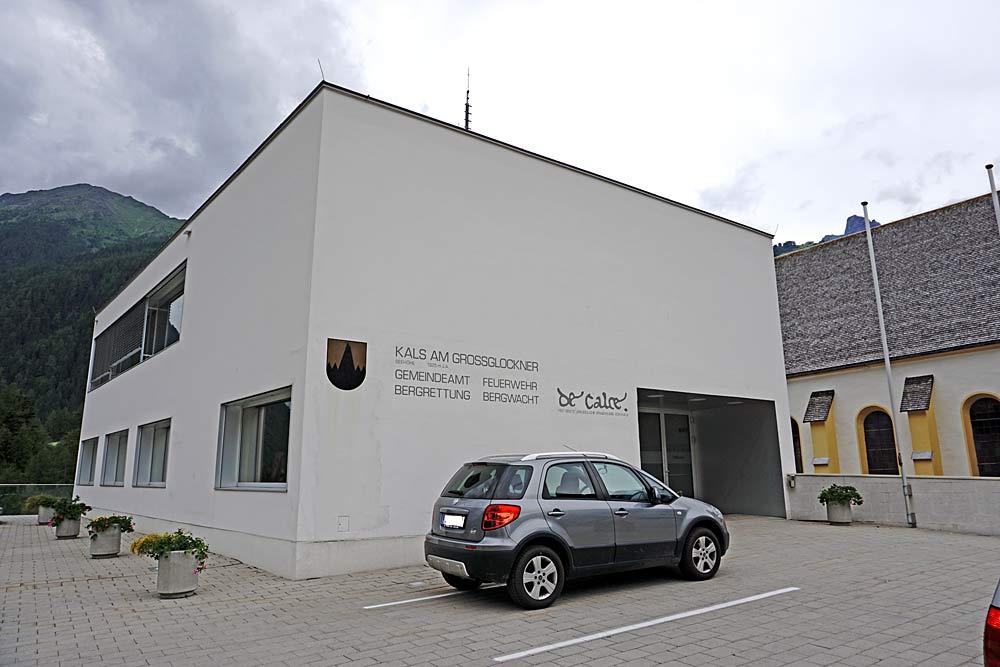 Blick auf das Gemeindeamt in Kals am Großglockner