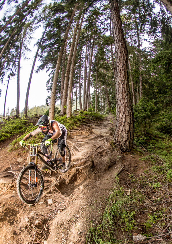 René Unterwurzacher beim Mountainbiken in Osttirol