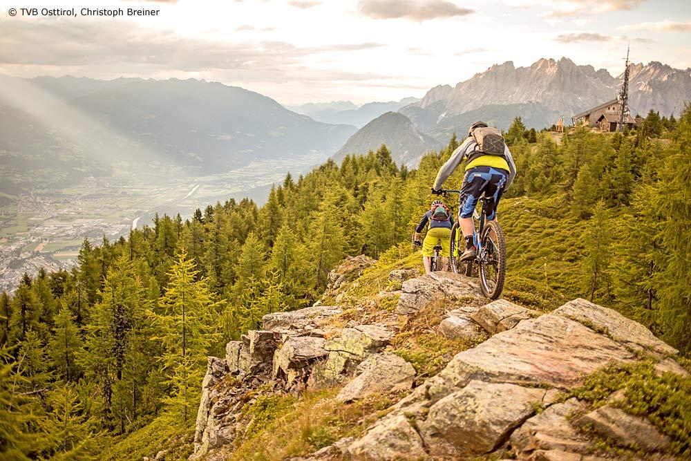 Panoramablick von der Hochsteinhütte auf Lienz