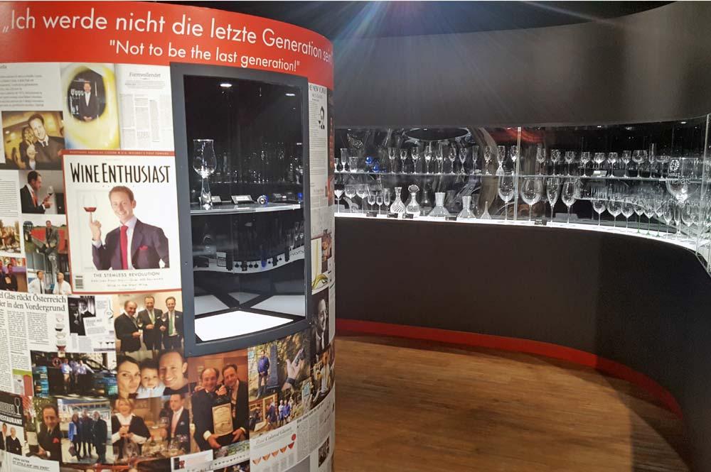 Blick in den Ausstellungsraum der Familie Riedel