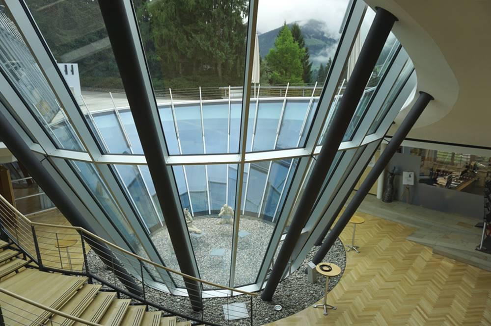 Glaskegel von Innen im Congress Centrum Alpbach