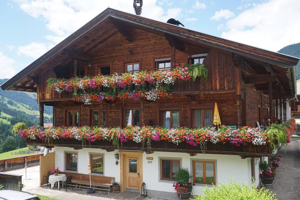 Haus im original Alpbacher Baustil