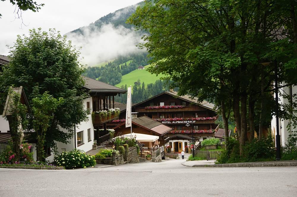 Blick auf Hotel Alpbacherhof